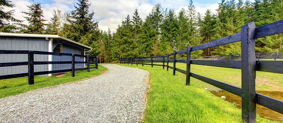 entrance to rural Alberta acreage property, with the help of Edmonton mortgage brokers Advantage Mortgage